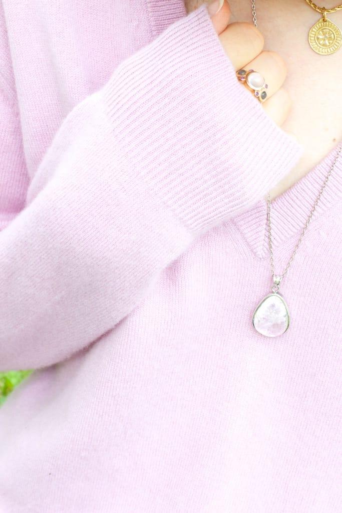 pull doux et pendentif magique